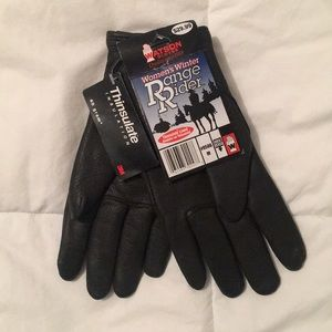 Accessories - Black leather gloves
